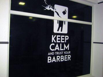 Оформлення вітрини для Barber Shop
