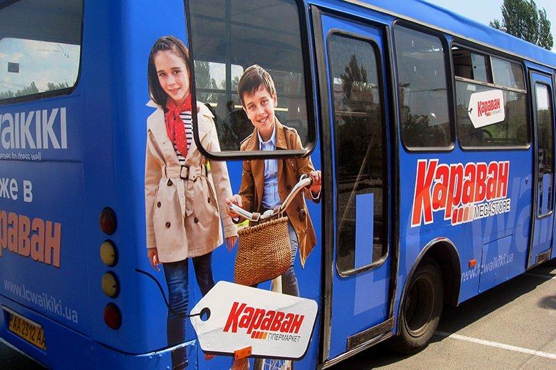 okleyka plenkoy avtobusa waikiki sidet