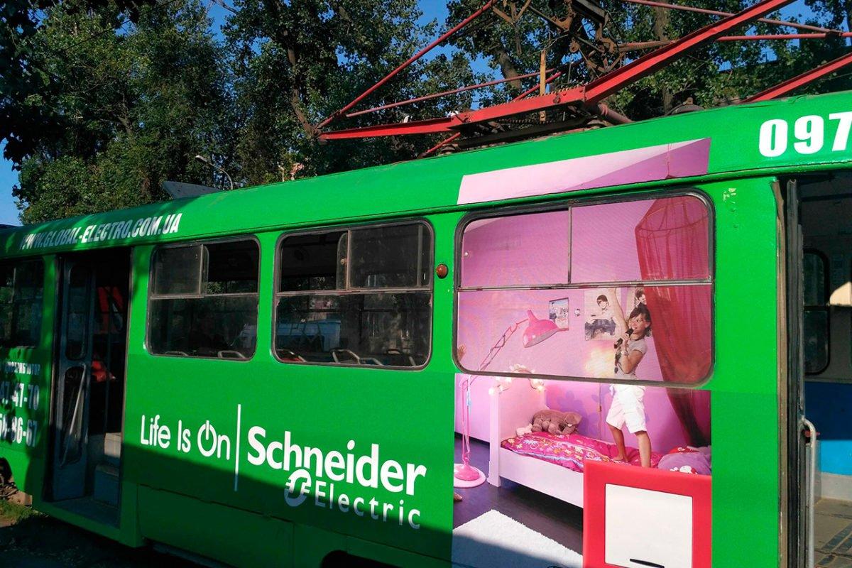 reklama na transporte revolt tramvay global elektro dnepr1