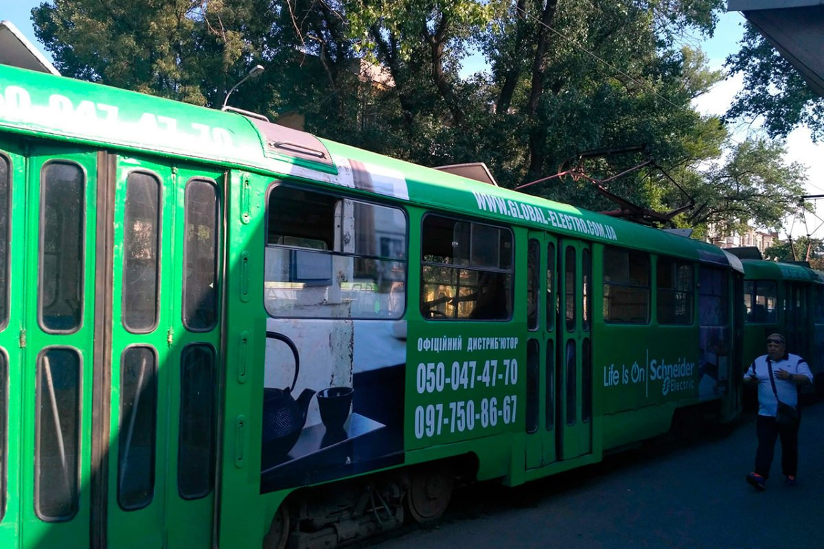 reklama na transporte revolt tramvay global elektro dnepr2