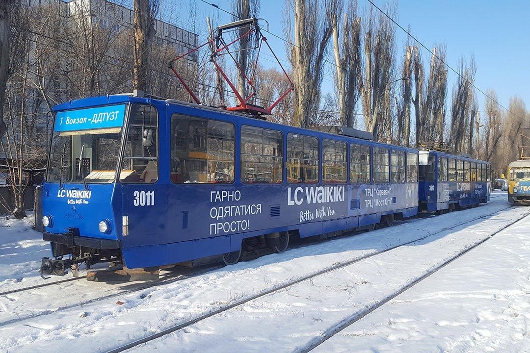reklama na transporte revolt tramvay vaikiki dnepr
