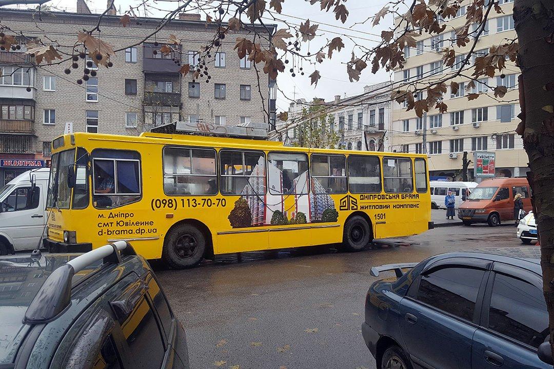 reklama na transporte revolt trolleybus zhk dnepropetrovskaya brama dnepr1