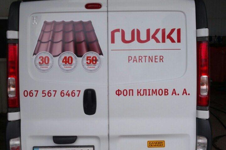 okleyka korporativnogo transporta reklama na transporte brendirovaniye avto revolt dnepr 6