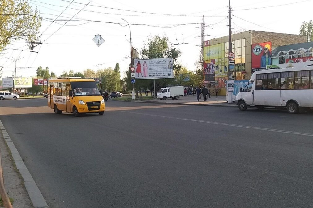 naruzhnaya reklama bilbordy revolt marselin nikolayev 2